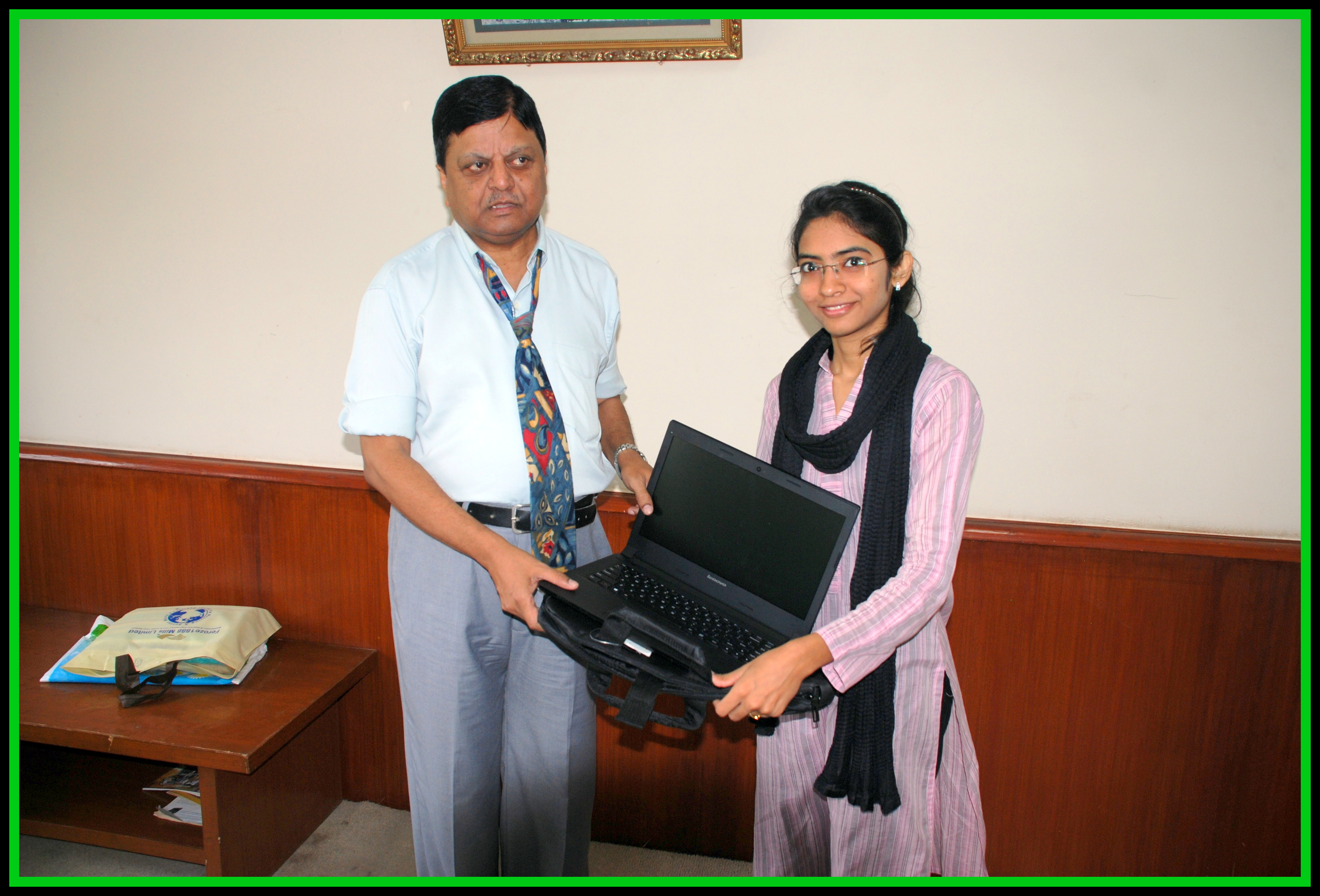 Mahnoor receiving her laptop from VC NED University